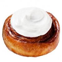 甜甜圈控這次要嚐鮮!Mister Donut推出全新「乳酪肉桂捲」,再加碼全新口味「酵母甜甜圈」讓人手刀開動。