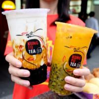 頂呱呱「爆紋黑糖珍奶」開賣!頂呱呱強勢聯手美國最夯手搖飲「功夫茶」,首間複合店連續三天「炸雞、黑糖珍奶」買一送一。