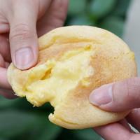 甜點控手刀搶!網路激推「全家泡芙」再推新口味,獨家「脆皮芒果Q泡芙」搶攻超商甜點排行榜。