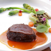 搶攻頂端客群!晶華酒店推出「小廚師馬可波羅東遊記」視覺美宴,全新12道絲路美饌搭配3D投影,打造全新頂級用餐體驗。