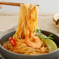 一定要囤貨!堪稱史上最強聯名「老媽拌麵X泰國藍象餐廳」,超開胃「綠咖哩、紅咖哩拌麵」保證讓你吃到停不下來。
