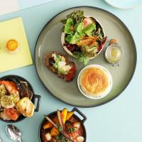 甜點控的少女系下午茶!台北君悅酒店茶苑推出「舒芙蕾下午茶套餐」,要用牛肝菌、黑芝麻 鹹甜好滋味打造出「慵懶好時光」。