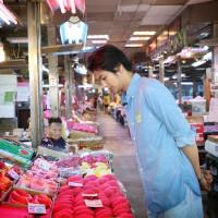 他居然在台北的菜市場!男神「速水茂虎道」擔任2019台灣美食展代言人,竟深入台北濱江市場實地考察台灣食材,整個料理魂大爆發。