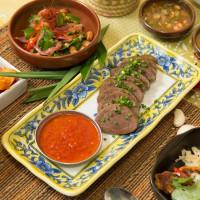 泰菜控快更新必吃清單!新泰式料理「烤寨」進軍市民大道,要用最摩登的泰國小吃攻陷東區上班族的胃。