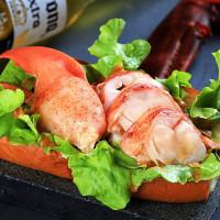 台南漢堡控吃一波!台南晶英推出「府城漢堡節Tainan Burger Fiesta」美食活動,力邀十家漢堡職人共同打造出肉與啤酒的美食盛宴。