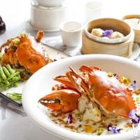 肥美秋蟹在花叢中現身!台中福華大飯店海華樓為「2018年臺中世界花卉博覽會」推出色香味俱全「花與蟹」。