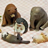 扭蛋控必收集!全家再次推出療癒系「休眠動物園」公仔集點,再加碼推出獨家的「休眠動物園存錢筒」。