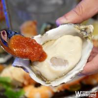 誰說信義區吃不到產地直送海鮮!台灣一號店Master of Seafood & Steak正式插旗微風松山,超澎派海鮮塔保證讓你直呼過癮。