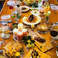 打造最嗨聖誕派對!經典帕尼尼Toasteria推出聖誕專屬「夢想派對」活動,揪團加碼再送精選紅葡萄酒一瓶。