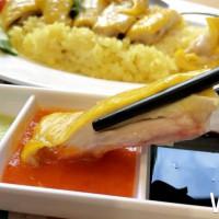台中人也吃到了!超高人氣「瑞記海南雞飯」插旗台中新光三越,首三日招牌海南雞飯買一送一。