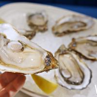 生蠔控一定要知道!酒窖生蠔吧「aaa WINE CELLAR‧ OYSTER BAR」插旗貴婦百貨,用頂級法國生蠔打造一場味蕾饗宴。