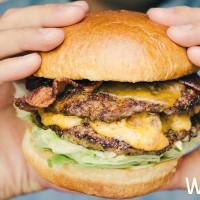 漢堡控必吃「買一送一」!TGI FRIDAYS星期五餐廳推出「美式漢堡買一送一」優惠活動,就是要搶攻漢堡控的胃。