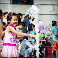玩水竟然不用到海邊,現在到新竹市區也可以!新竹市府廣場變身為夏日水樂園,玩水趴邀請大人小孩一起同樂對抗酷暑。