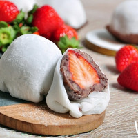 草莓控一定要草莓吃到飽!台北凱撒Checkers推出每日鮮採草莓「夢幻甜點吃到飽」活動,再加碼票選草莓甜點可享72折優惠。