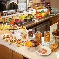 吃到飽割喉戰正式開打!六國餐廳La Fusion推出「雙人成行」吃到飽超高CP值活動,一人只要606元。