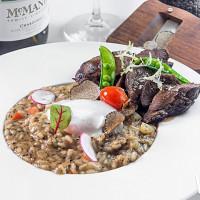 最高級兩大食材「澳洲和牛、義大利黑松露」,將在漢來大飯店激起最高CP值880元和牛特別饗宴。