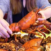 一個人也可以手抓海鮮!最潮手抓海鮮SHELL OUT強勢推出單人套餐,只要250元就可以獨享小龍蝦。