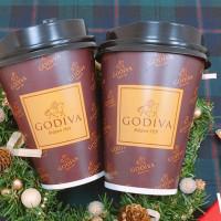 小七居然喝得到GODIVA!7-ELEVEN首次推出「GODIVA經典熱巧克力」,每間門市限量百杯,巧克力控準備卡位搶喝。