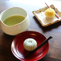 免搭飛機到京都,就可在日式老宅手作和菓子!「蔦町製菓工坊」正式進駐八田與一紀念園區,即日起讓民眾體驗道地的日式手作和菓子。