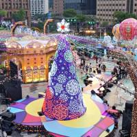 考驗男友攝影技巧!統一時代百貨打造全新「愛Sharing聖誕樹」,必拍「米蘭經典之都」一次大公開。