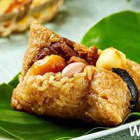 一定要吃過的「外婆粽」!王朝玉蘭軒經典名菜「外婆紅燒肉」、「桂圓糯米糕」包入粽子中,與你一起品嚐古早味!