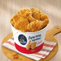 肉控再也不用搶雞腿了!21風味館首推「香脆炸雞腿桶」新上市,再加碼肉量全面升級30%。