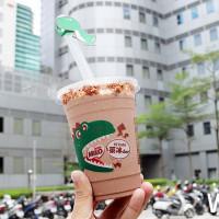 挑戰史上最強冰沙聯名!萊爾富x雀巢美祿首度合作搶攻「夏日冰品」市場,限量推出升級版新加坡創意冰品「美祿恐龍冰沙」。