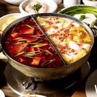 麻辣鍋控吃定了!台中火鍋龍頭輕井澤強勢推出「老常在麻辣火鍋」一號店,鴨血、豆腐、酸白菜通通吃到飽。