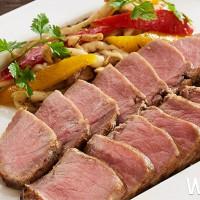 這隻豬這樣吃才好吃!台北福華強勢推出匈牙利國寶「綿羊豬」限定料理,期間限定匈牙利綿羊豬雙拼鍋物。