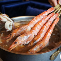 信義區美食地圖再加一!全新概念餐酒「金色三麥UMAMI」插旗微風南山,浮誇系「啤酒海鮮鍋」搶攻饕客的胃。