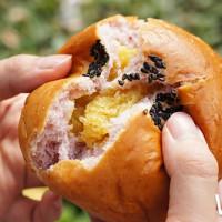 麵包控一定要吃!全家便利商店獨家推出「冠軍麵包」,網美系「雙色地瓜、洛神菠蘿」必吃。