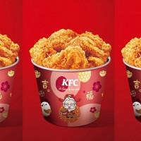 炸雞控過年加菜!肯德基推出全新「松露蕈菇起司雞」,再加碼推出「春節限定炸雞桶」。