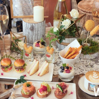 百年米蘭傳奇甜點COVA 重現義式慢活精神!春日花園野餐午茶,拉近人與人之間的距離。