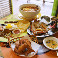 網美必吃東區名店!超人氣星馬料理「Mamak檔」推出全新好玩菜色,IG洗版「牽絲年糕」搶攻IG美食關鍵字。