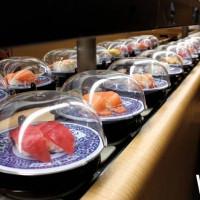壽司控手刀衝!超人氣「藏壽司」進駐台中港三井OUTLET,連續兩周「結帳9折」優惠,加碼再推厚切鯖魚。