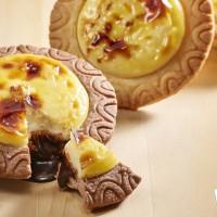 巧克力控衝了!必勝客首度聯名HERSHEY'S推出「半熟巧克力起司塔」,要用爆漿巧克力搶攻巧克力控的心。
