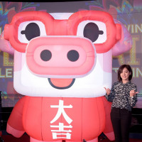 最閃燈節主題出爐-台北台北亮晶晶,點亮夢想點亮心!台北市推出首部燈節宣傳影片,由學姊黃瀞瑩與張泰山等擔綱演出。