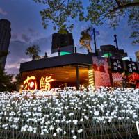 台中人準備好了!台中必拍新地標「花鮨」打造出全新網美系餐廳,18888朵白玫瑰搶攻IG熱門搜尋榜。