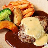 日式漢堡排買一送一!東京知名「山本漢堡排」再掀美食新話題,限時推出「社群打卡即送漢堡排乙份」優惠活動。
