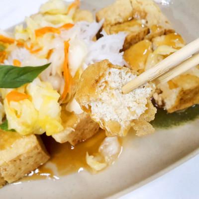 【台東小吃】玉里徠臭豆腐 鐵花村旁 聞臭而來的銅板美食 酥炸臭豆腐/古早味紅茶