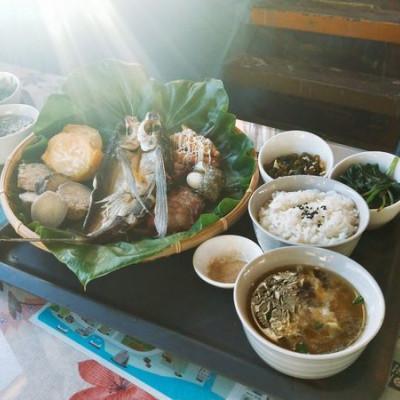 美食【蘭嶼。089簡餐】飛魚風味套餐|餐廳望出去就是海|冷氣很涼