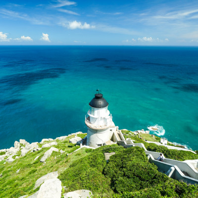 [馬祖旅遊]絕美東引-湛藍無暇海洋 礁岩純白燈塔 彷彿在歐洲ㄧ般 怎能讓人不愛你 東引一日行程景點規劃  東引燈塔(內有影片) @跳躍的宅男