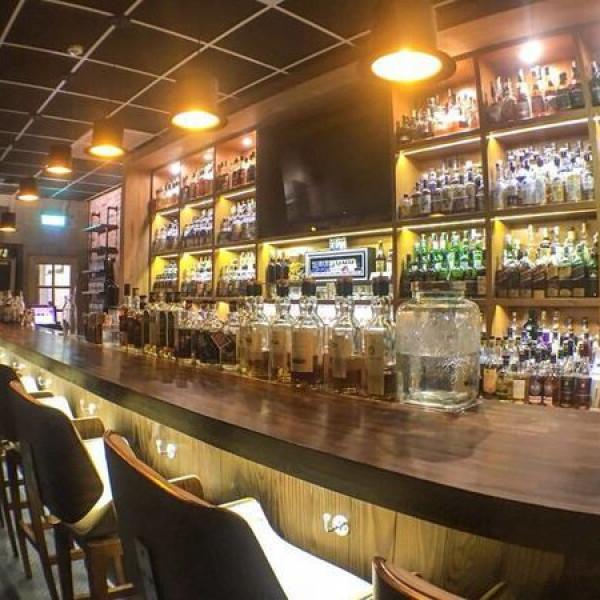 高雄市 餐飲 餐酒館 醉俠威士忌酒館 The Drunken Master Whisky Bar