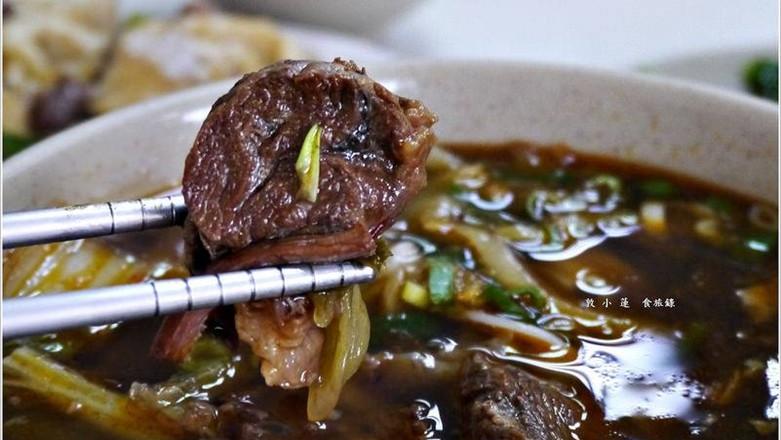 高雄市新興區 牛朝刀削牛肉麵
