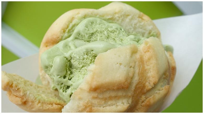 台北市信義區 世界第二好吃的現烤冰淇淋菠蘿麵包 (信義店)79