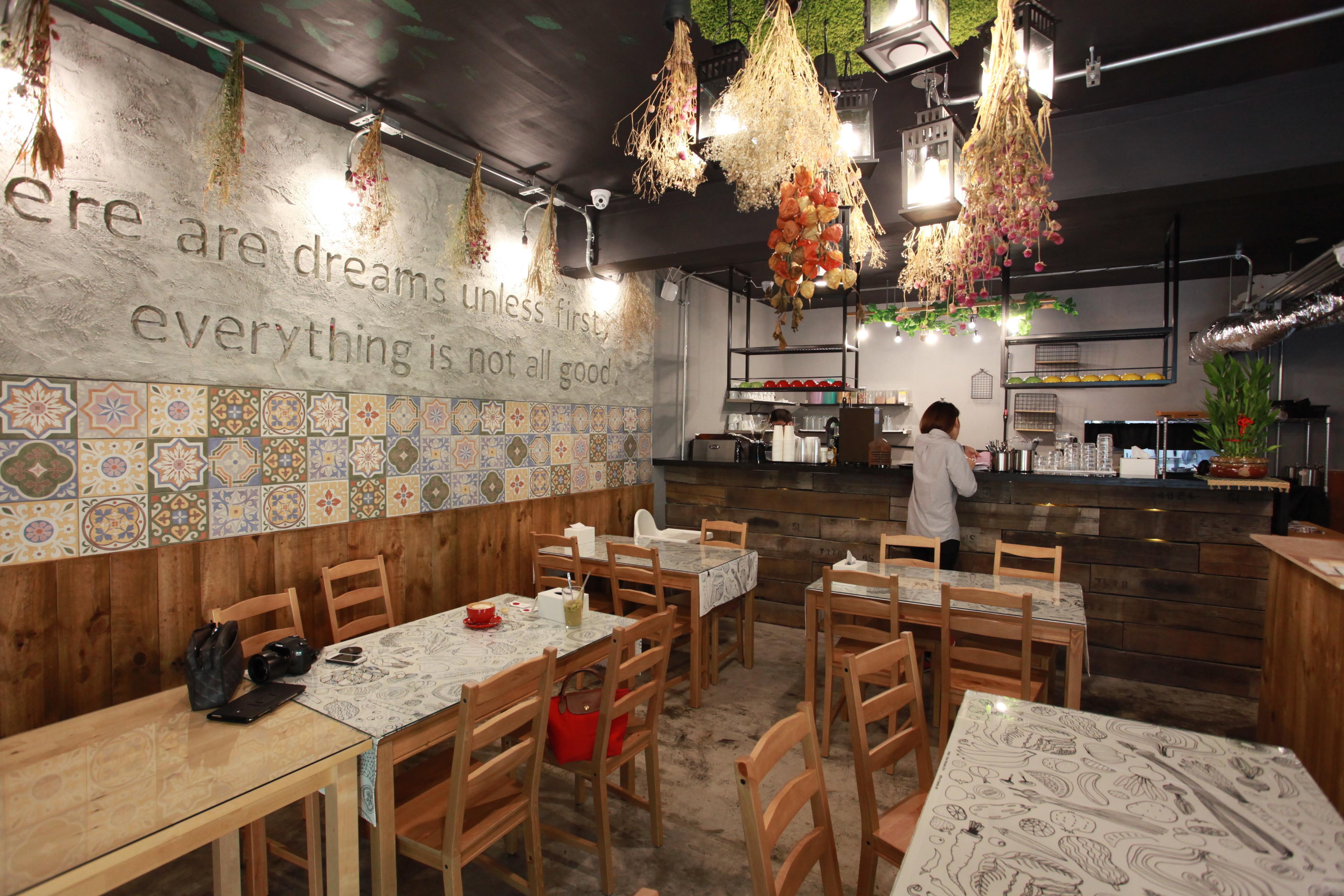 高雄市新興區 覓食廚房