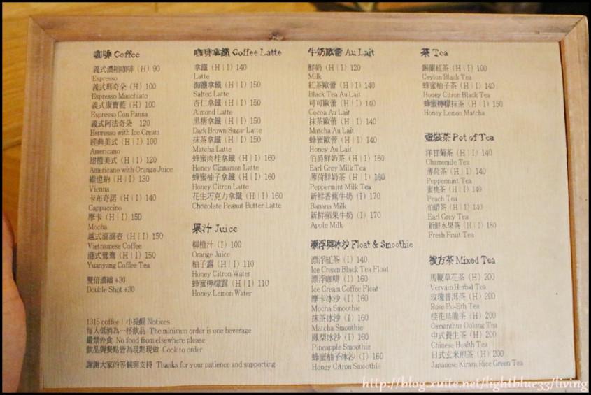 菜单是木板,这面是饮料,价格跟一般咖啡店差不多,但是有比较大杯喔图片