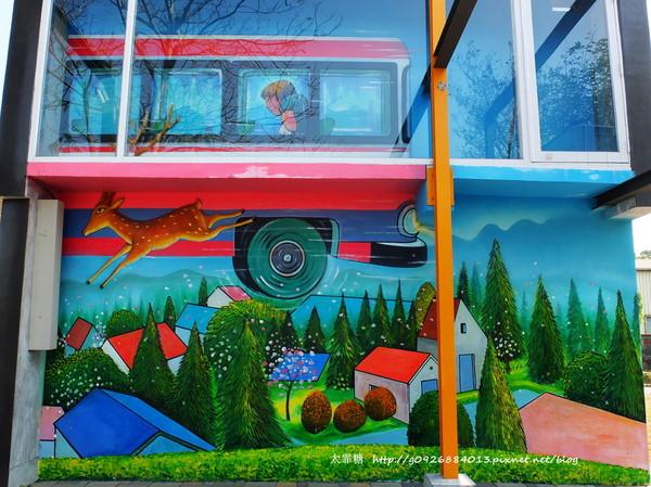 幾米廣場:【宜蘭】跟著幾米一起宜蘭小旅行。幾米廣場「向左走.向右走」、「星空」與「地下鐵」。森林裡的火車站「閉眼微笑的長頸鹿」。丟丟噹森林廣場出現飛天星空列車