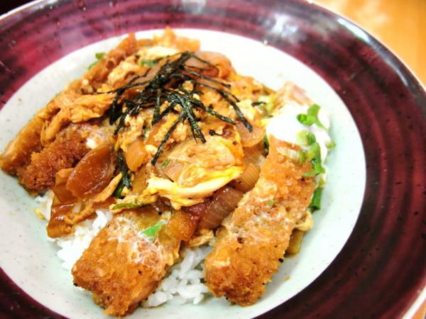 乾元汤怎么喝_叉烧豚骨拉面130元 以豚骨为汤底,加入海苔,青菜,半熟蛋,笋乾,叉烧