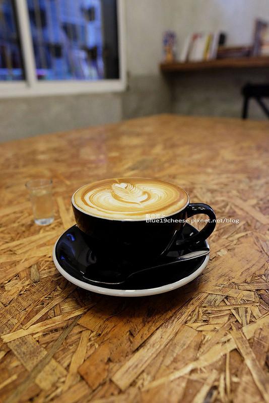 拿鐵咖啡其他角度照